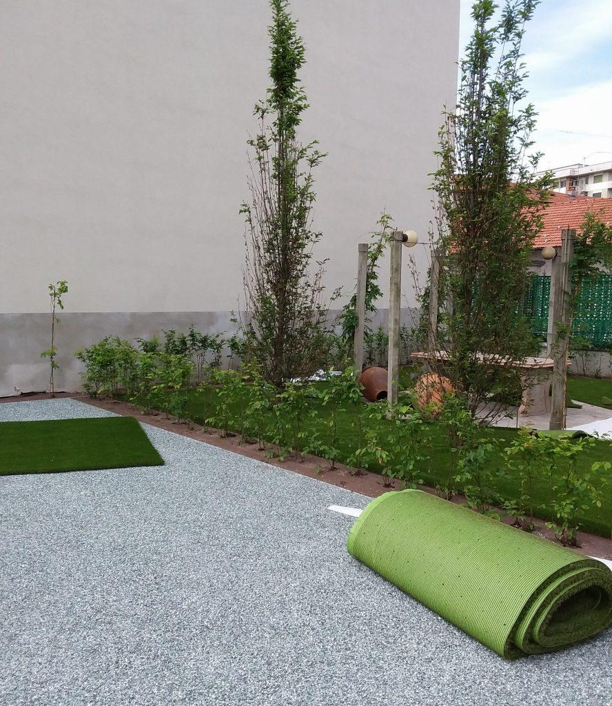 Posa_tappeto_erboso_azienda_floricola_donetti_verde_design_verdedesign.it_giardini